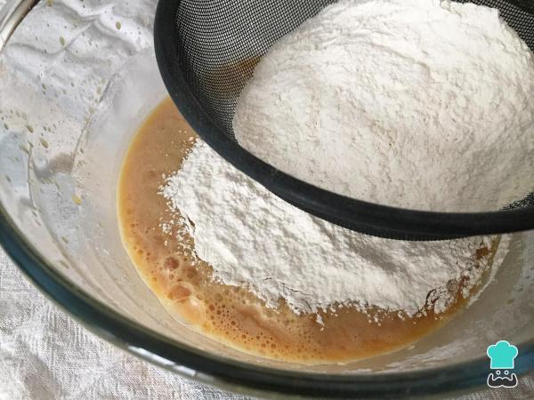 Receta de pastel de caramelo simple y fácil - Paso 6