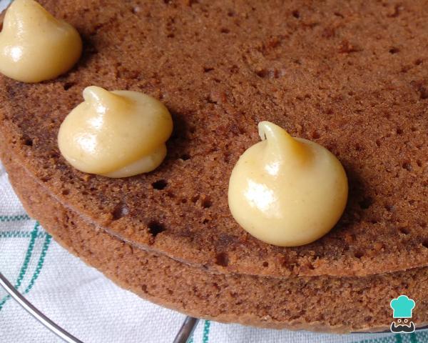 Receta de pastel de chocolate con relleno de leche anidada para cumpleaños - Paso 8