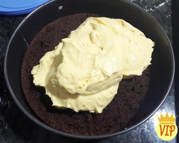 Receta de pastel de chocolate con relleno de mousse de maracuyá - Paso 5